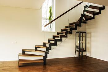 Лестницы на двойном металлическом косоуре