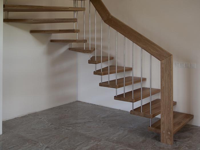 Лестница с несущим поручнем