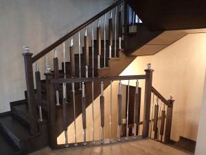 Полная обшивка лестницы на черновом металлокаркасе
