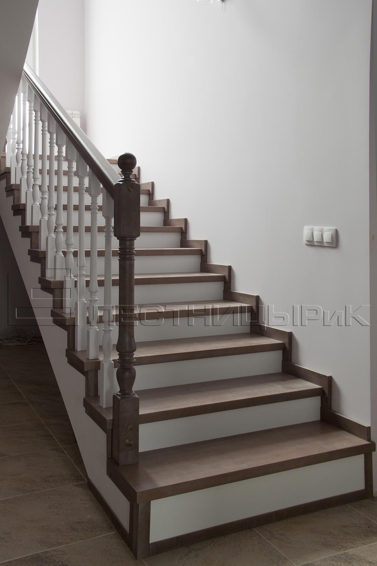 Березовая лестница на бетонном основании на заказ в Екатеринбурге
