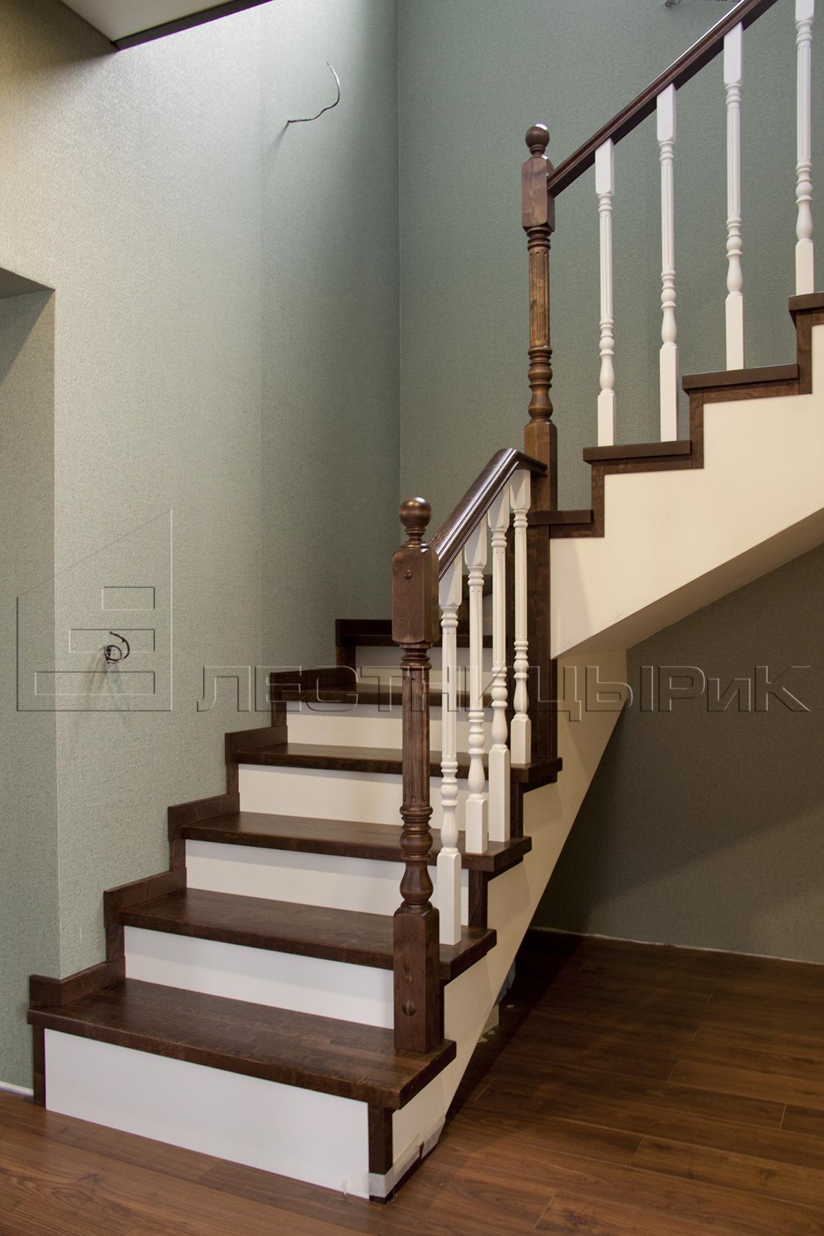 Березовая лестница с забежными ступенями на заказ в Екатеринбурге