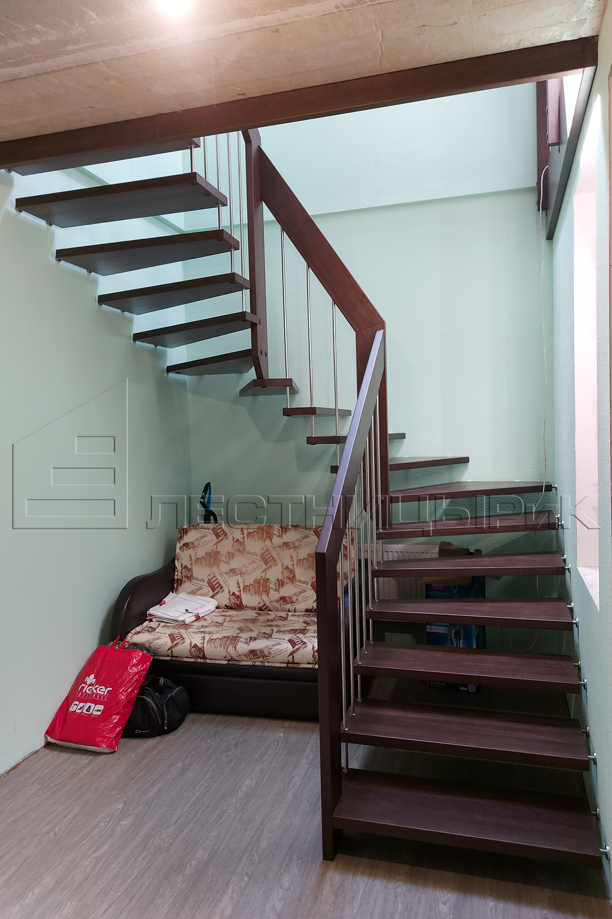 Буковая лестница на больцах на заказ в Екатеринбурге